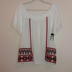 Crown & Ivy Boho Embroidered white peasant Top PXL